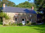 PENLANFACH FARMHOUSE, pet friendly, character holiday cottage, with open fire in Crymych, Ref 2021