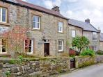 WILDFLOWER COTTAGE, romantic, character holiday cottage, with open fire in Winster, Ref 1076