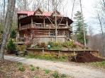 Artistic Natural Log Treehouse 16 mi to Downtown!