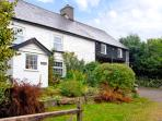 THE LOFT, pet friendly, character holiday cottage, with a garden in Llanwrthwl, Ref 2757