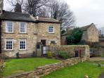 AD COACH HOUSE COTTAGE, pet friendly, character holiday cottage, with a garden in Fremington Near Reeth, Ref 1629