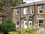 SALLY'S COTTAGE, character holiday cottage, with a garden in Embsay, Ref 2020