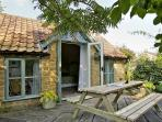 IDLERS COTTAGE, romantic, character holiday cottage, with open fire in South Petherton, Ref 3516