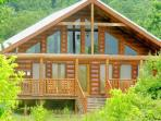 Romantic Cabin! Views, Pool Table, WiFi, Hot tub!