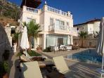 Villa Jamera, relax in luxury, 3 mins from the sea