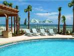 BEACHFRONT AND BEAUTIFUL FOR 8! TAKE 20% OFF ALL DEC. DATES!!!!