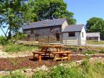 Y BWTHYN, family friendly, country holiday cottage, with hot tub in Llandissilio, Ref 3789