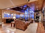 Lumber Jack Lodge - Ski in/out, 7 bdrm, sleeps 22