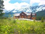 Perfect Location near Bozeman - Luxury Log Home