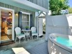 'HARRISONS HIDEAWAY' Luxury Cottage - Private Hot Tub - Half Block To Duval