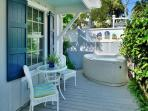 'McCARTNEY'S MANOR' Luxury Cottage - Private Hot Tub - 1/2 Block To Duval St!