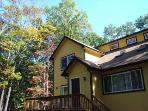 Spacious 4 bdr w/Sauna, Pool table, Wi-Fi &Roku TV