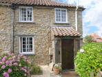 RAMBLER'S COTTAGE, pet friendly, country holiday cottage, with a garden in Walesby, Ref 4165