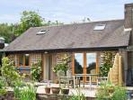 BARKS COTTAGE, pet friendly, country holiday cottage, with a garden in Moneystone, Ref 3888