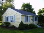 Furnished Cottage in Camden near ocean & downtown.