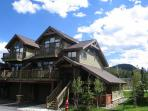 Spacious Contemporary 3 Bedroom w/Ski Shuttle!