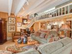 Absolutely Luxury Condo - Walk to Lifts and Town