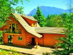 5-Star Luxurious Riverfront Log Home, Amazing View