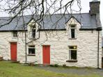 GEFNIR ISAF, family friendly, character holiday cottage, with open fire in Arthog, Ref 4515
