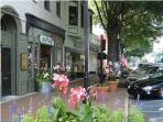 Stroll, shop, enjoy Marietta Square. 5 miles from home