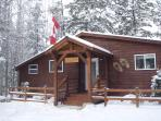 Cedar Chalet with Private Hot Tub
