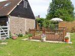 THE STUDIO, HORSESHOE COTTAGE, pet friendly, country holiday cottage, with a garden in Fulbourn, Ref 5631