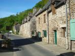 2-3 bedroom 17C stone cottage in Lehon France