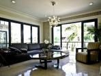 'Lotus 5' Amazing 2 bdr condo 2 blocks from the sea