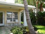 Stunning 2/2 cottage apartment - vacationers dream