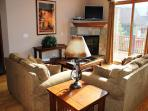HG41L Charming Townhome w/ Wifi, Fireplace, Garage, Private Hot Tub