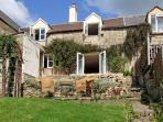 GLEN VIEW COTTAGE, pet friendly, character holiday cottage, with a garden in Swells Hill, Ref 6435