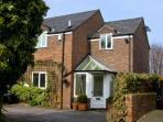 4 EDGAR PLACE, family friendly, country holiday cottage, with a garden in Chester, Ref 5663