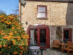 LAVENDER COTTAGE, pet friendly, country holiday cottage, with a garden in Richmond, Ref 5745