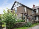CORNBROOK HOUSE, family friendly, country holiday cottage, with a garden in Ashford-In-The-Water, Ref 7356
