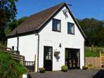 RHOS COTTAGE, family friendly, country holiday cottage, with a garden in Knighton, Ref 11231