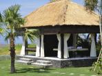 Directly adjacent to the beach, the relaxation pavilion is the perfect place to relax and unwind
