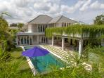 Awarded winer 4BR villa 5 minuts from seminyak