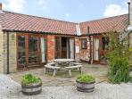 CLIFTON FARM COTTAGE, family friendly, country holiday cottage, with a garden in Malton, Ref 10712