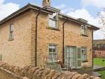 BADGER'S LODGE, pet friendly, country holiday cottage, with pool in Cotswold Water Park, Ref 12604