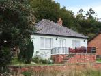 THE PINES, pet-friendly, country holiday cottage, with a garden in Bailey Lane End, Ref 11883