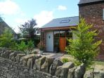 BARN OWL COTTAGE AT CROOK HALL FARM, family friendly, luxury holiday cottage, with a garden in Bispham Green, Ref 12303