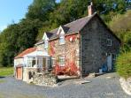 TYN LLWYN, pet friendly, character holiday cottage, with a garden in Pencoed, Ref 10388