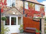 THE GELDING, pet friendly, character holiday cottage, with a garden in Wrelton, Ref 12614