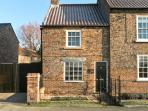 IVY COTTAGE, pet friendly, character holiday cottage in Flaxton , Ref 12212