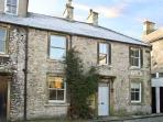 THE COTTAGE, pet friendly, character holiday cottage in Tideswell, Ref 11517