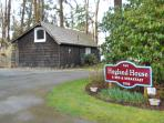 Secluded cottage in woods with hot tub in Mukilteo