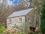THE GENERALS COTTAGE, family friendly, country holiday cottage, with a garden in Penallt, Ref 13460