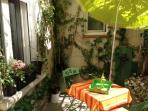 Cozy apartment with terrace in Avignon Intra-Muros