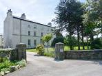 2 CARK HOUSE, luxury ground floor apartment, close to pub, shared grounds, good walking close by, in Cark in Cartmel, Ref 16331