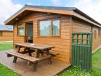 SOULS RETREAT, all ground floor holiday chalet on resort, two bedrooms, short drive to beaches in St Merryn, Ref 16857
